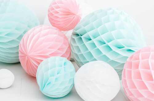 Boule alvéolées décoratives - blanc