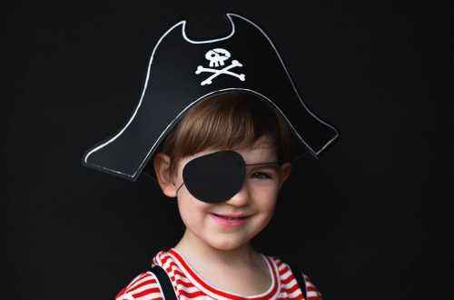 Chapeau de pirate et cache œil