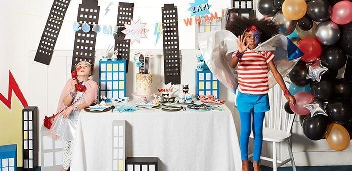 Anniversaire Super-héros : Masques super-héros, méga guirlande et vaisselle