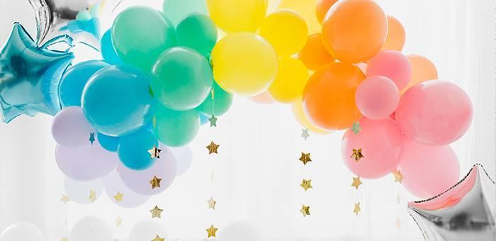 Ballons de baudruche unis incontournables à votre décoration de fête